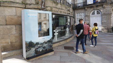 Colas en la oficina de turismo de Ourense, donde no funciona la pantalla táctil