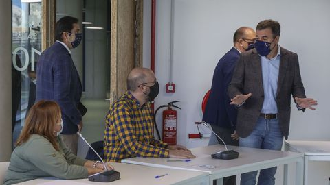 El conselleiro de Cultura, Román Rodríguez, presentó la iniciativa a representantes del sector cultural en el edificio Fontán