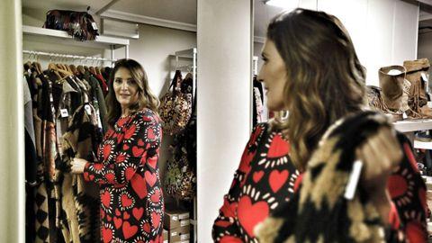 Rosa María Costa es la propietaria de la nueva tienda de la rúa da Paz, Azahara