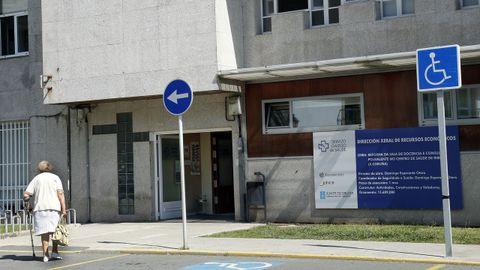 Algunos pacientes del centro de salud de Ribeira tienen que esperar una semana para ser atendidos