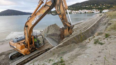 Trabajos ejecutados por Costas en la playa de A Magdalena, en el año 2016