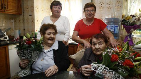 Guillermina, junto a su cuñada y a dos de las sobrinas que cuidó