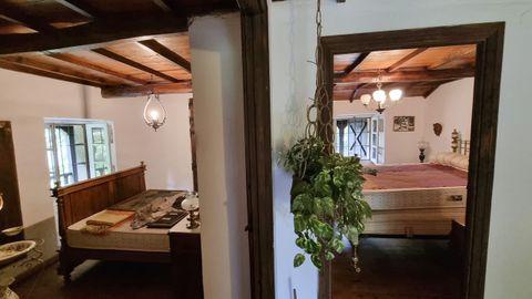 En la planta superior, cuenta con dos dormitorios