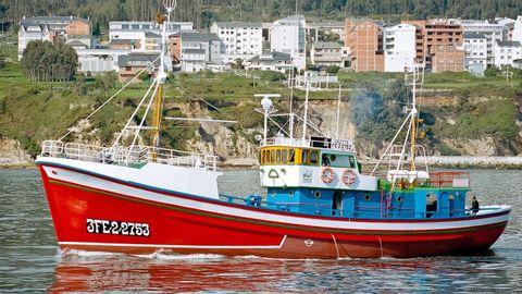 La ruta por Burela incluirá una visita al barco Museo Etnográfico Reina del Carmen.