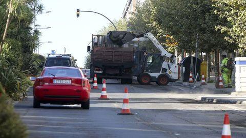 Los trabajos cortaron ayer el carril derecho en sentido de entrada al centro de Ferrol.