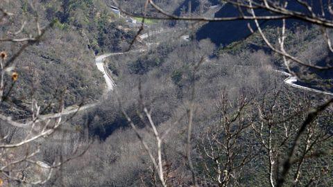 Vista de la carretera entre Folgoso y Seaone do Courel