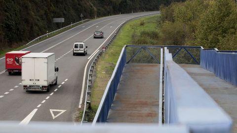 Tramo de la carretera N-120 que pasa por Rairos (Ribas de Sil). Esta carretera debería ser sustituida por la autovía A-76