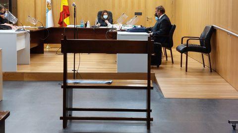 Ninguno de los dos acusados de vender ropa falsa en Xinzo se presentó a la vista señalada en el Juzgado de lo Penal 2 de Ourense