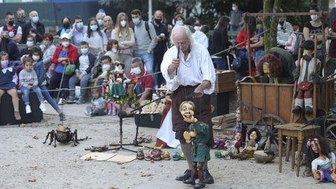 Actuación de la compañía Plansjet en el festival Galicreques, en Santiago.