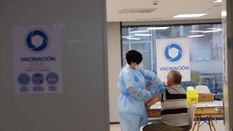 La vacunación continúa en los hospitales ourensanos