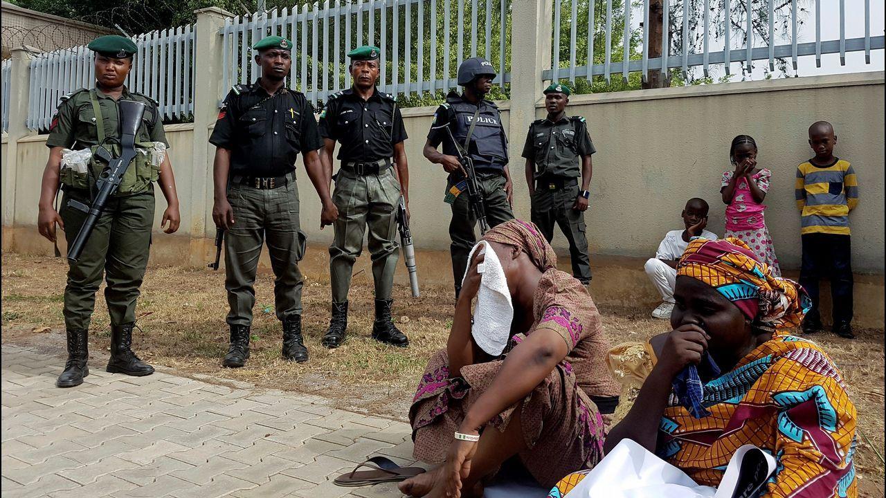 Imágenes de uno de los terroristas suicidas de Sri Lanka poco antes de provocar la masacre.Algunas de las chicas liberadas dudan entre regresar a la guerrilla o huir al verse desplazadas en la sociedad nigeriana