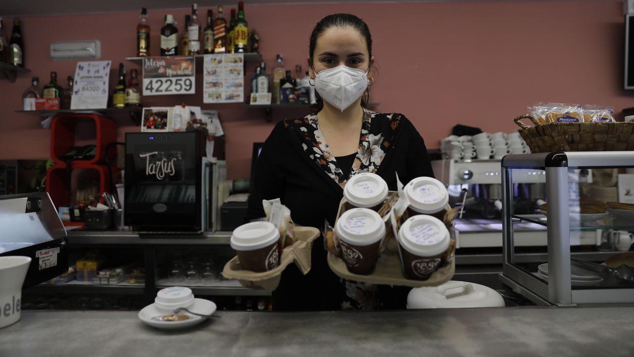 Varios negocios gallegos ya se enfocan desde hoy en los cafés y en la comida para llevar.