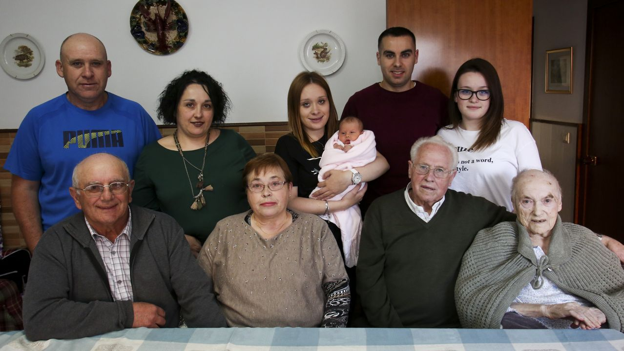 Cinco generaciones bajo el mismo techo en Ares