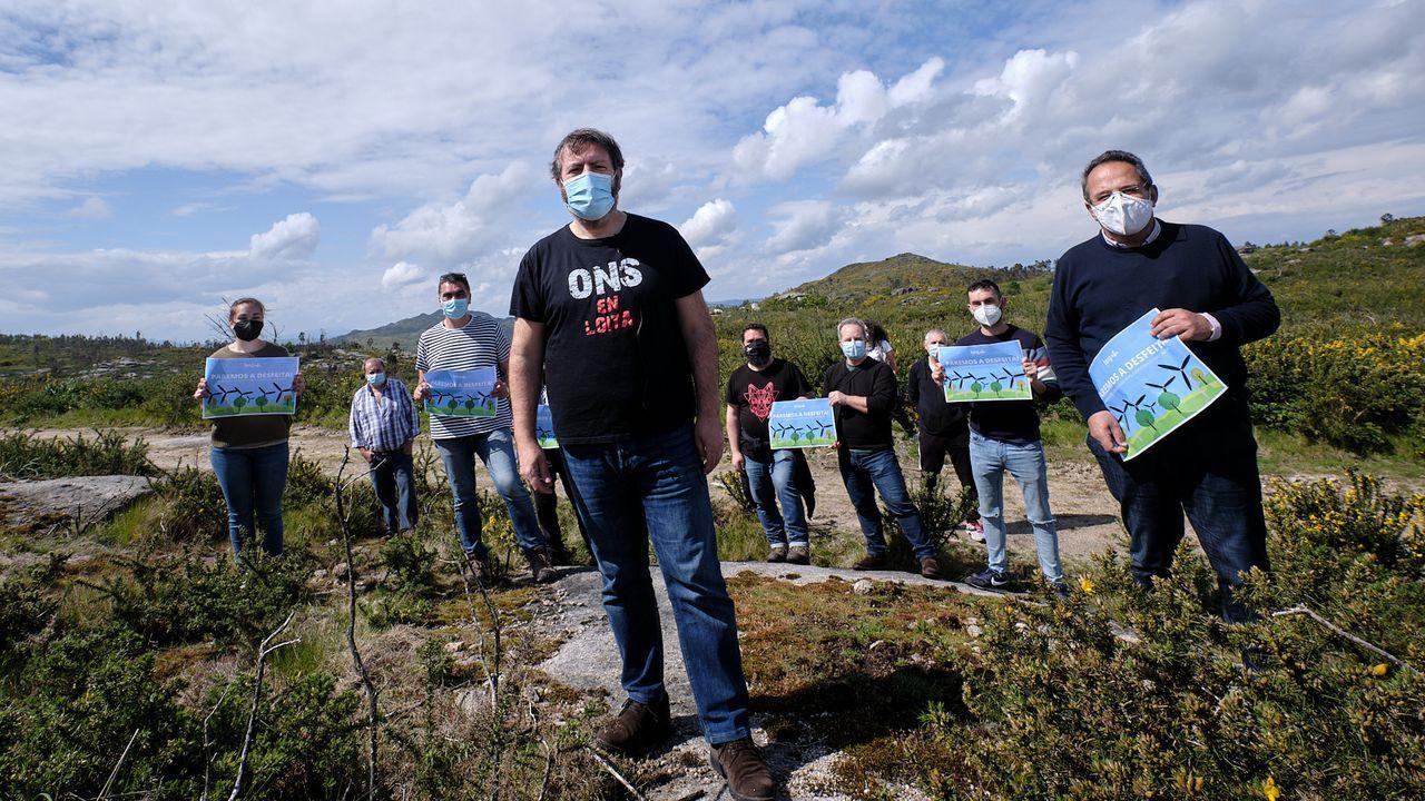 edificios.Os nacionalistas levaron a súa protesta contra os parques eólicos descontrolados a Bordela, en Cerdedo-Cotobade