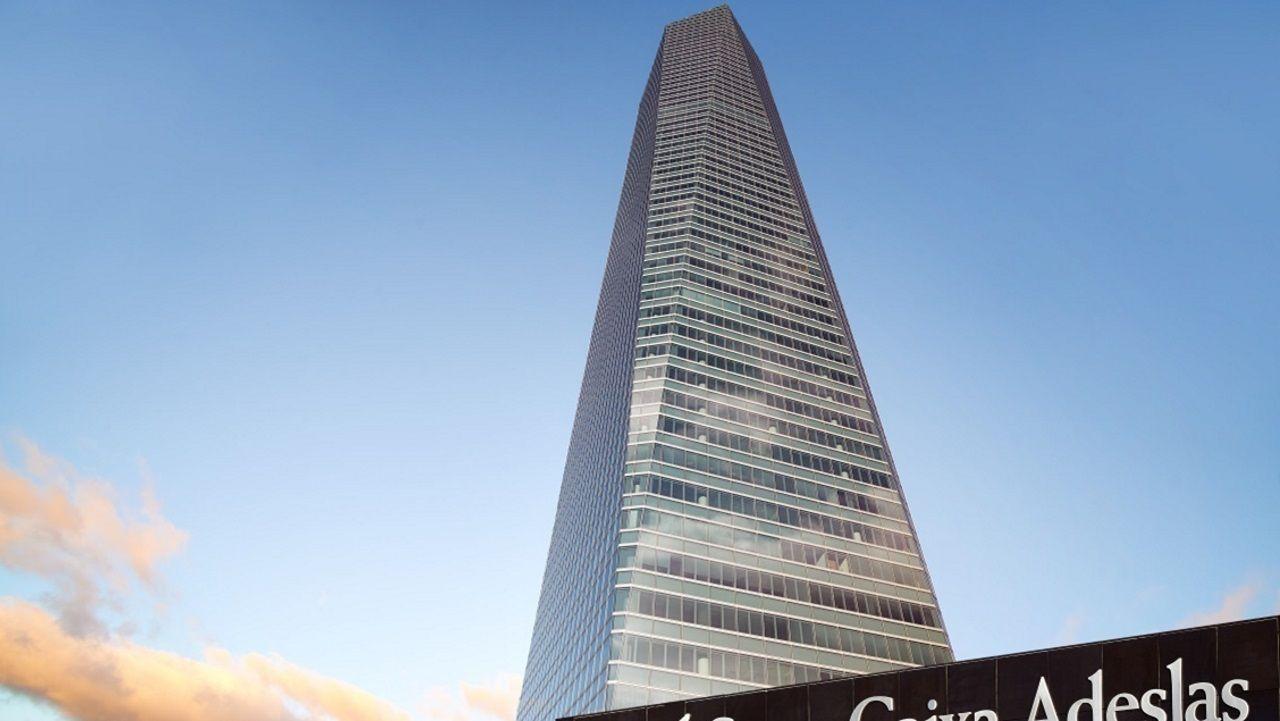 TORRE DE CRISTAL (Madrid) - Es el edificio más alto de España (250 metros) y el tercero en número de plantas (50 pisos). Forma parte del Área de Negocios Cuatro Torres.