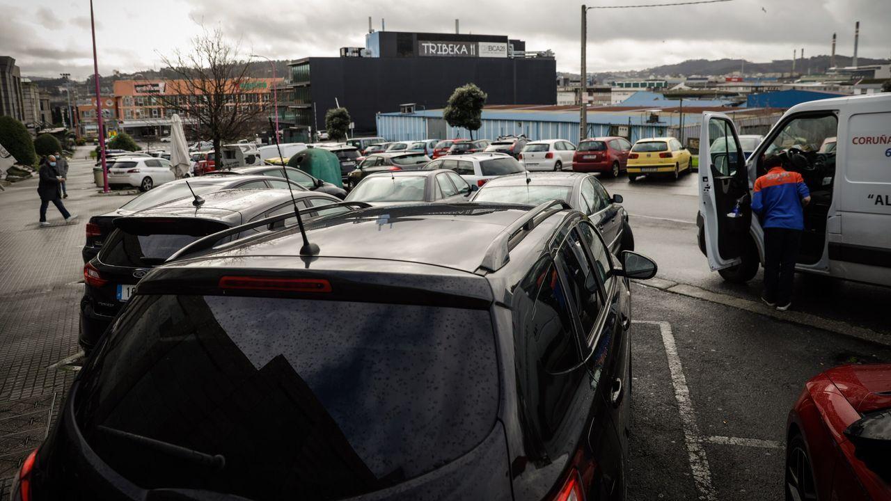 Regresan las retenciones al puente de A Pasaxe.Vista del centro de El Corte Inglés en el complejo comercial Marineda City de A Coruña