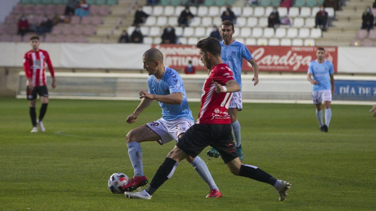 Nieto y Edgar celebran el 3-0 del Oviedo al Castellón