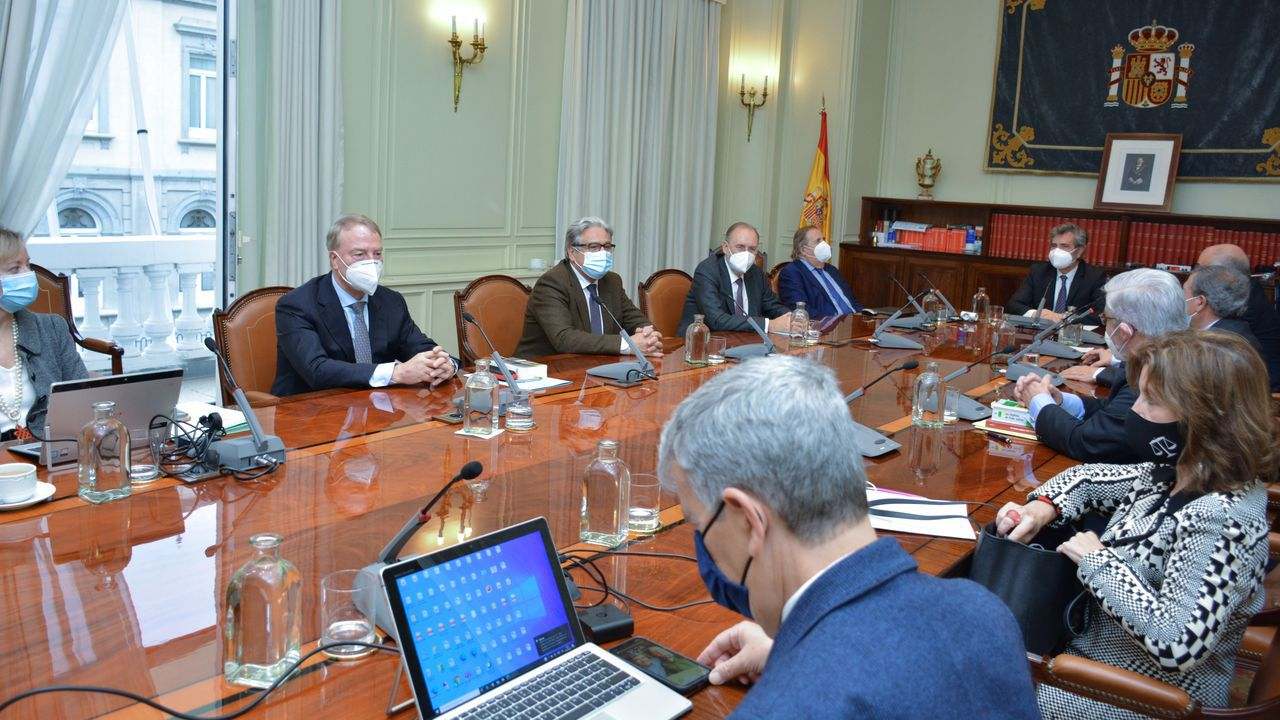 Carlos Lesmes, a la derecha, presidió este miércoles la reunión del Consejo General del PoderJudicial