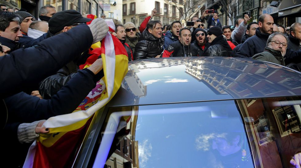 Así fue el escrache de los policías locales de Madrid al concejal de Podemos.Nicanor Acosta cuando fue nombrado Republicano del Año