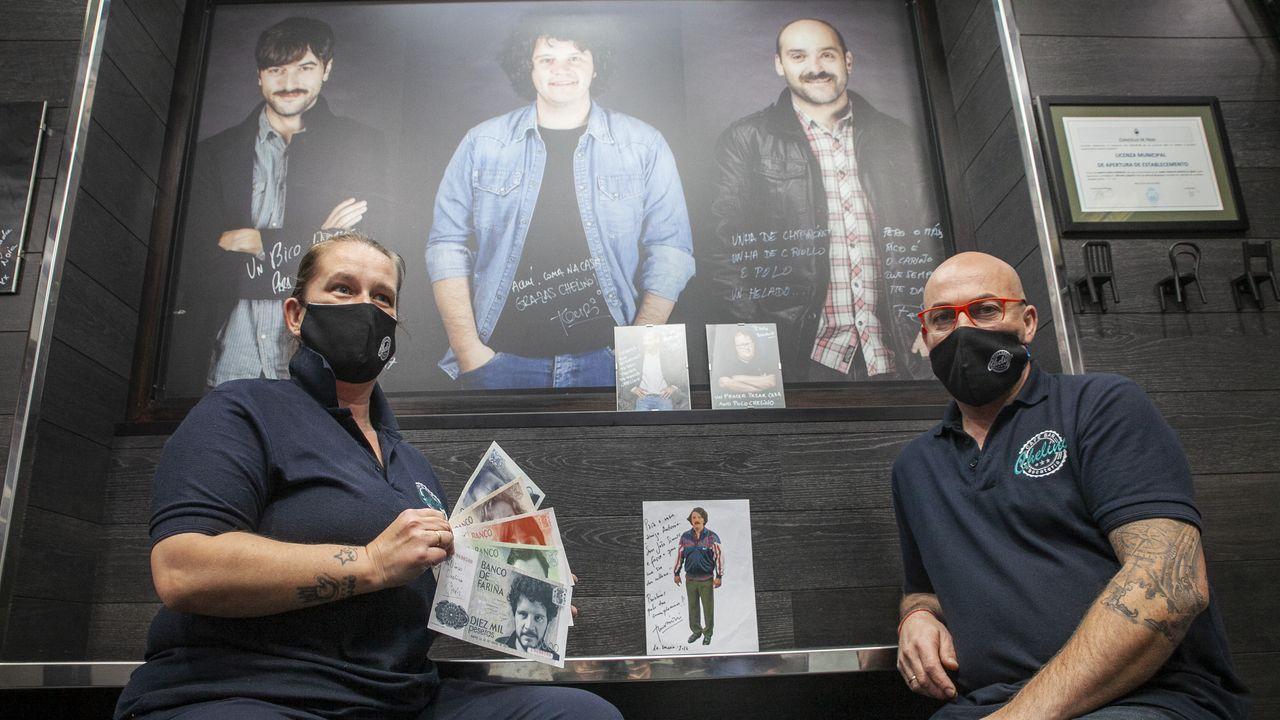 El alcalde Julio Álvarez, a la izquierda, junto con el presentador Carlos Sobera. A su lado, Manuel Villanueva, la sumiller quiroguesa Mónica Fernández y el concejal José Luis Ribera