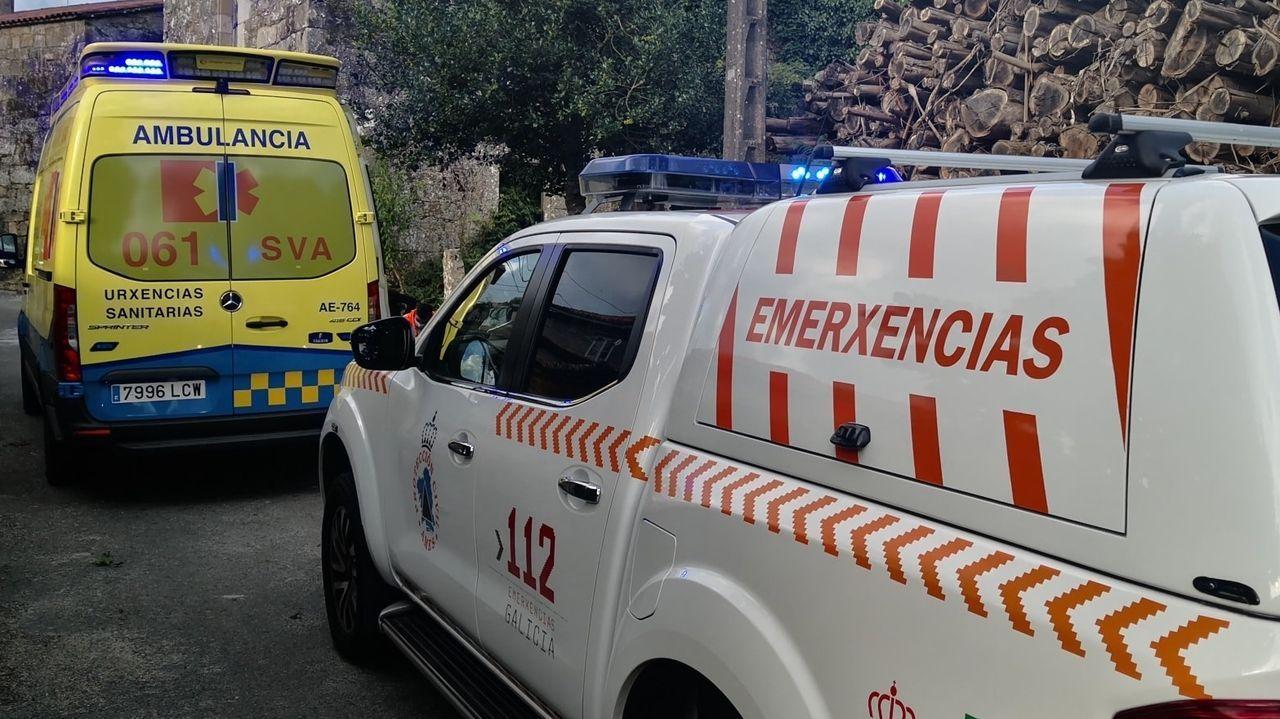 Agradecimiento al voluntariado de Culleredo.Imagen de archivo de una ambulancia y de un vehículo de protección civil