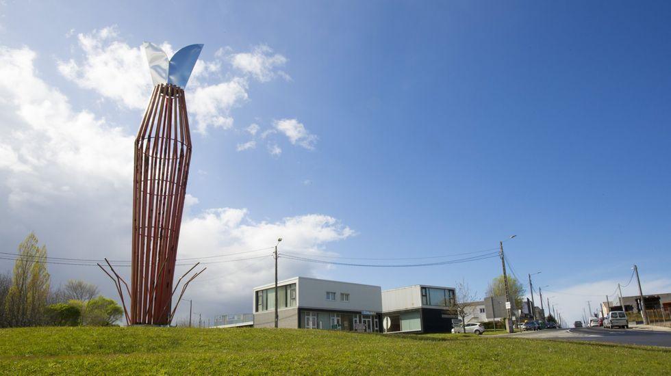 El sueño de la permacultura cala en Galicia.Pablo Iglesias aplaude y recibe el apaluso de la bancada de Unidas Podemos, tras su intervención el miércoles en la  sesión de control al Gobierno en funciones