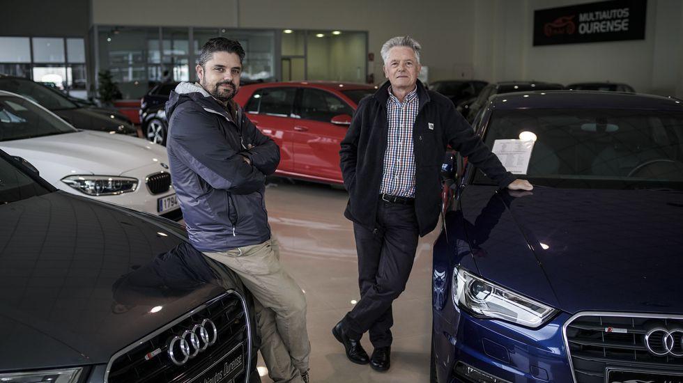 La puesta a punto de Manzaneda.Alberto y Óscar Martínez, en la nueva nave de Multiautos Ourense en el polígono Barreiros