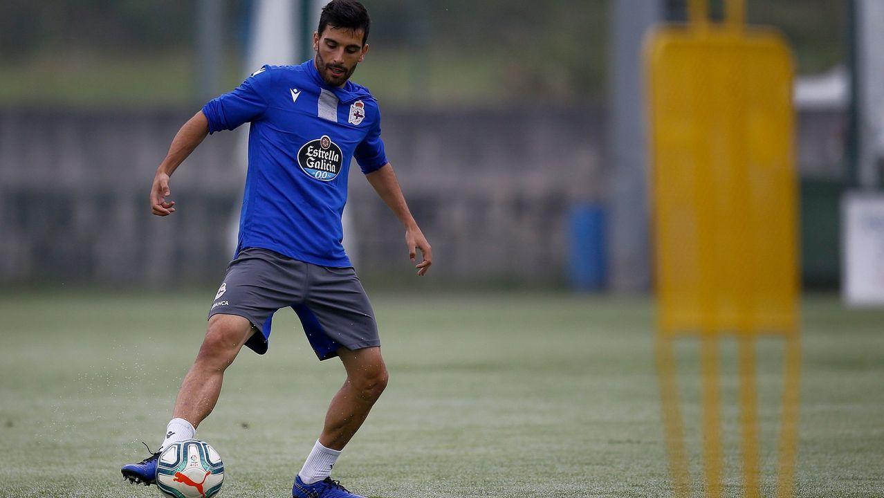 Peru pugna en el partido del pasado sábado ante de una grada semivacía
