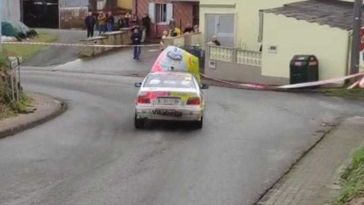 Vicente Ledo condujo en el Rali da Mariña con el capó tapando el parabrisas