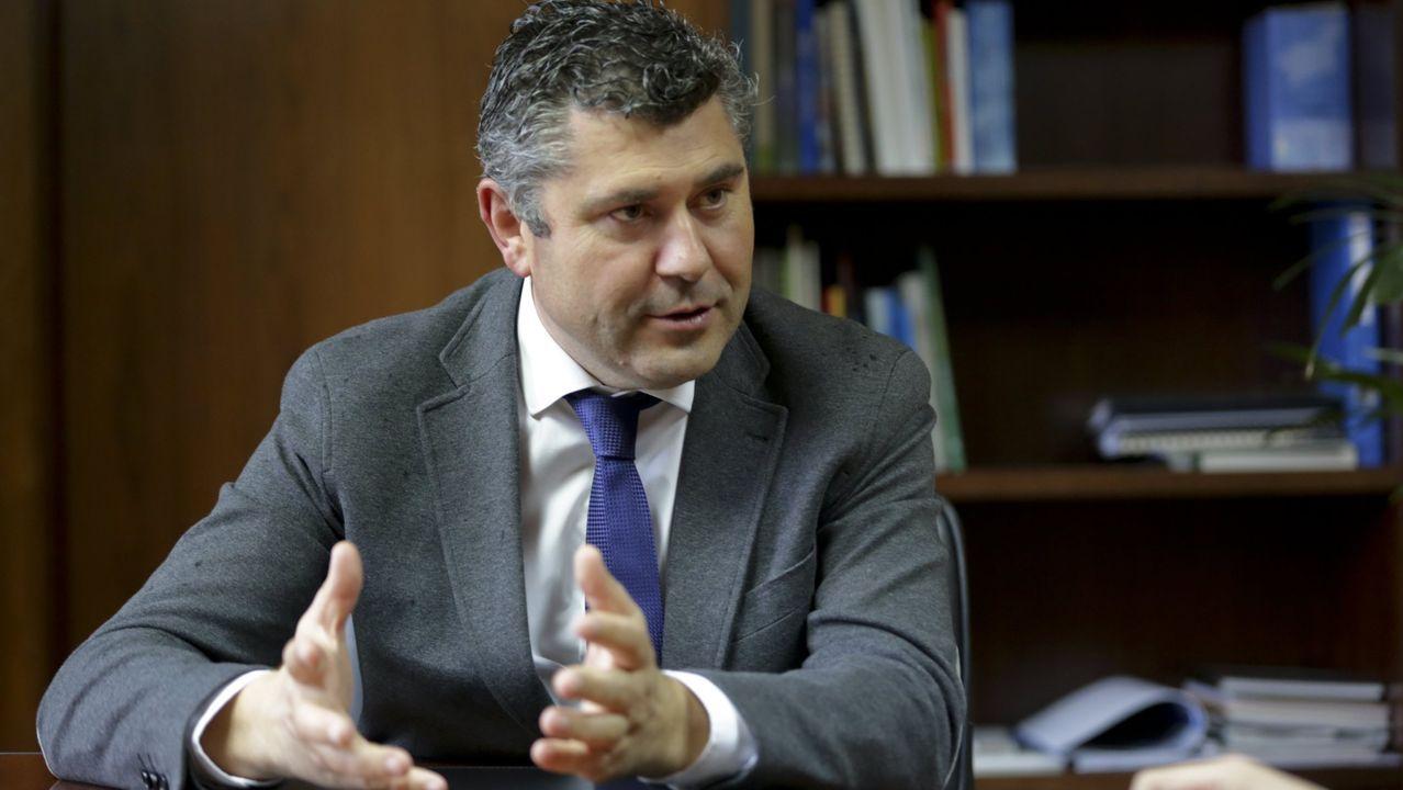 La consellera de Presidencia, Meritxell Budó, y el Consejero de Territorio y Sostenibilidad, Damià Calvet, en rueda de prensa después del Consejo Ejecutivo