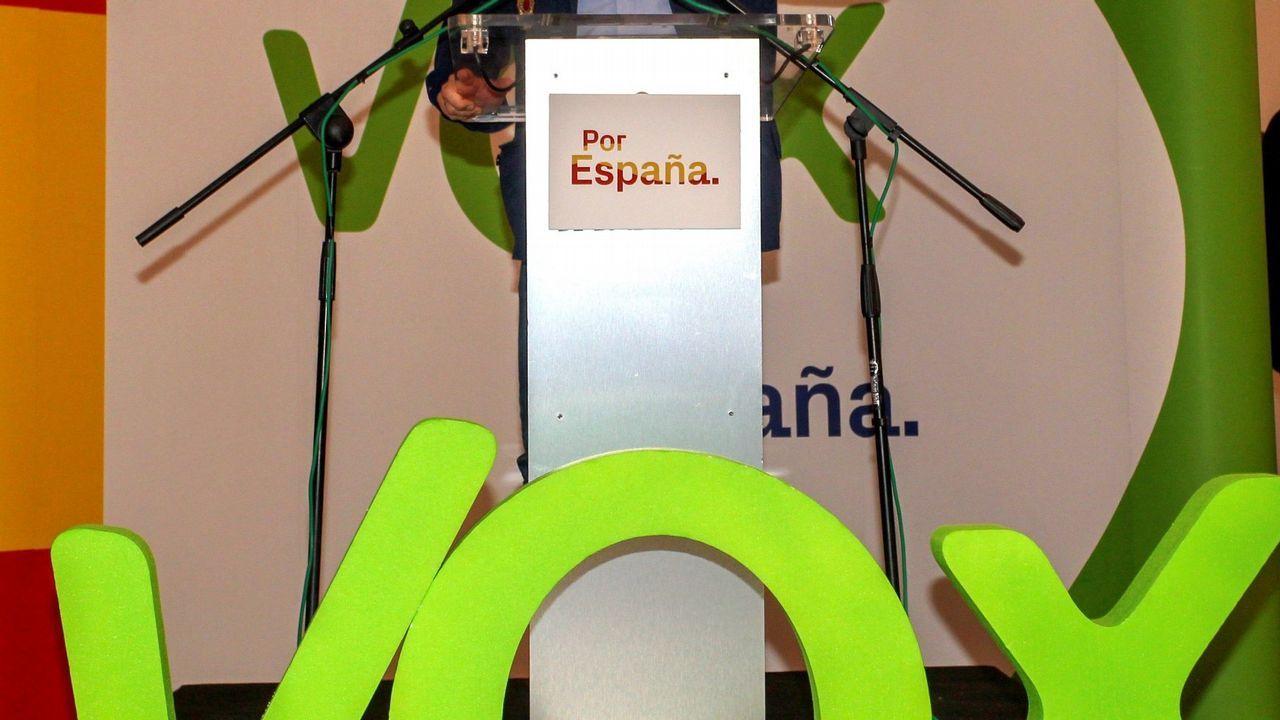 Pedro Sánchez llena en Oviedo.Sede de la Empresa Municipal de Vivienda de Gijón