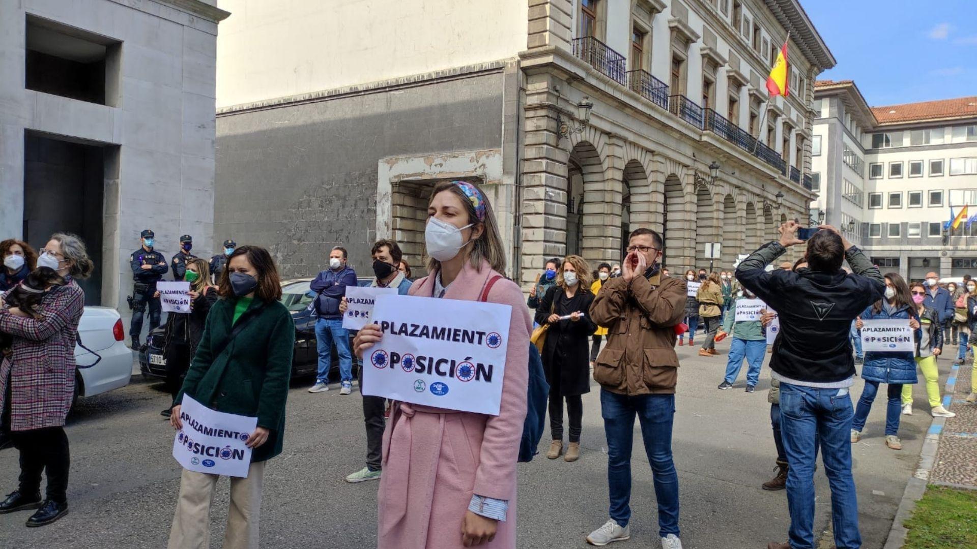 Concentración de interinos el 14 de abril, en la jornada de huelga convocada por SUATEA y SINTTA