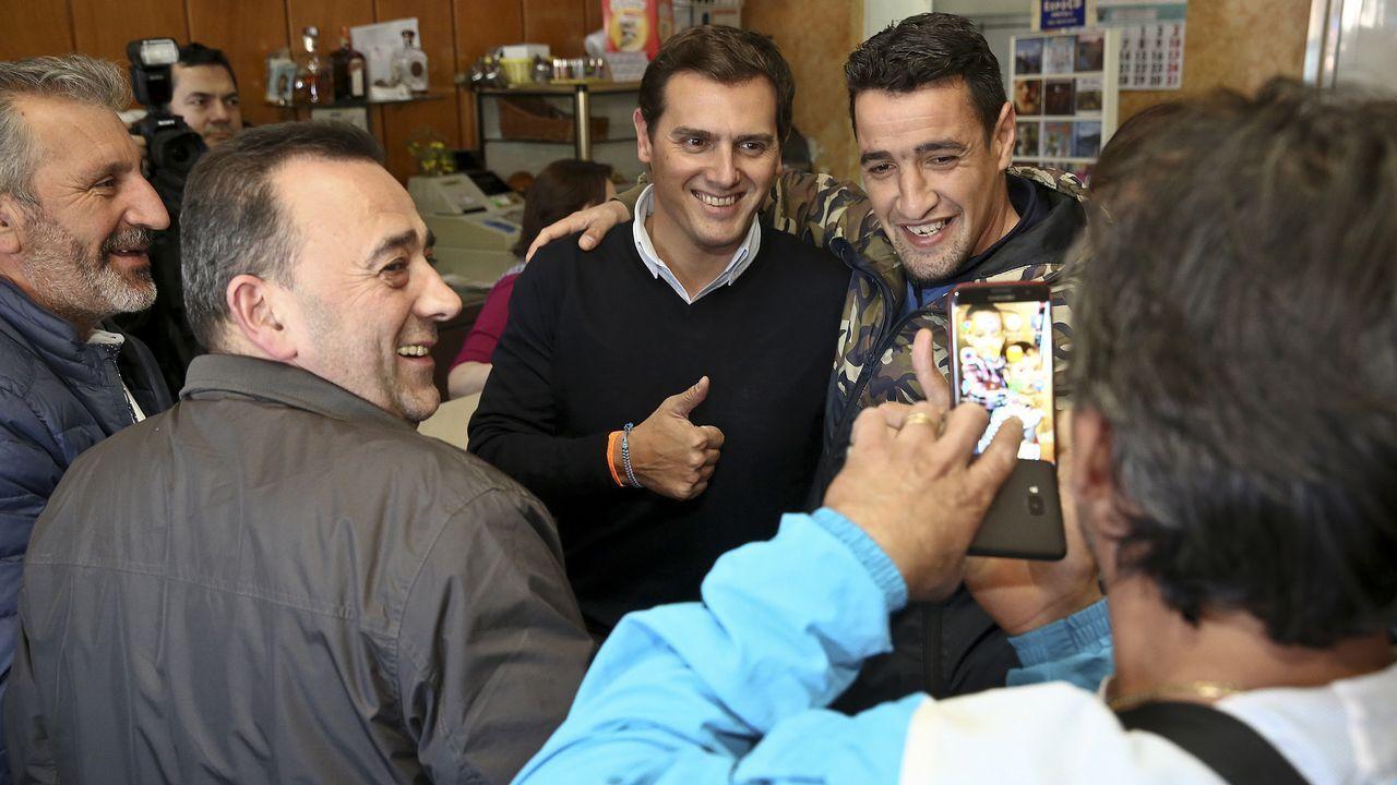 Rivera ofrece una coalición para echar a Sánchez y el PP responde que «es tarde».CONTUNDENCIA DE BORRELL. «Obviamente España no va a presentar esas extemporáneas disculpas» como tampoco no va «a pedir a la República Francesa que presente disculpas por lo que hicieron los soldados de Napoleón cuando invadieron España», aseguró ayer el ministro de Exteriores, Josep Borrell, en Argentina, donde acompaña a los reyes en su primera visita oficial a ese país.