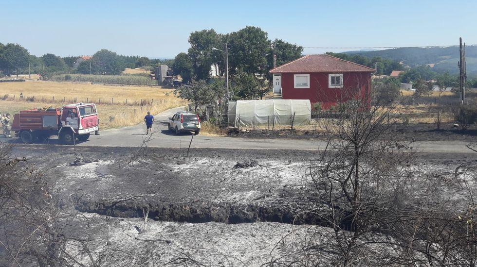 El fuego fue controlado a escasa distancia de las viviendas de Centulle