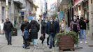 Imagen de la calle peatonal de Ribeira, concello en el que hay 26 positivos detectados en 14 días