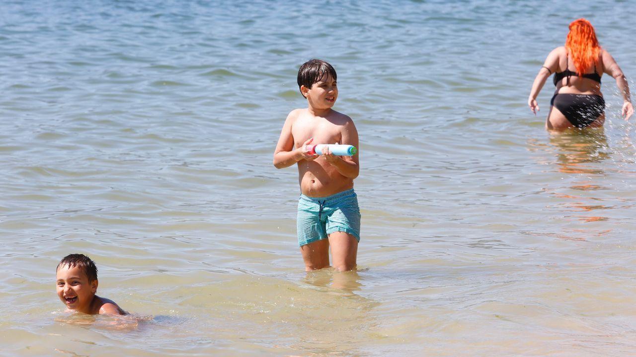 Niños en el agua en Marín