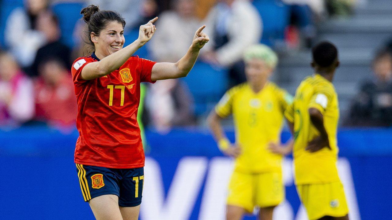 La jugadora asturiana Lucía García celebra uno de sus goles con la selección de fútbol ante Sudáfrica