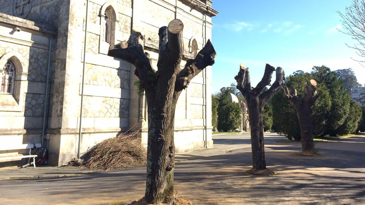 Viacrucis de Semana Santa en la iglesia de sagrado corazon de Vigo