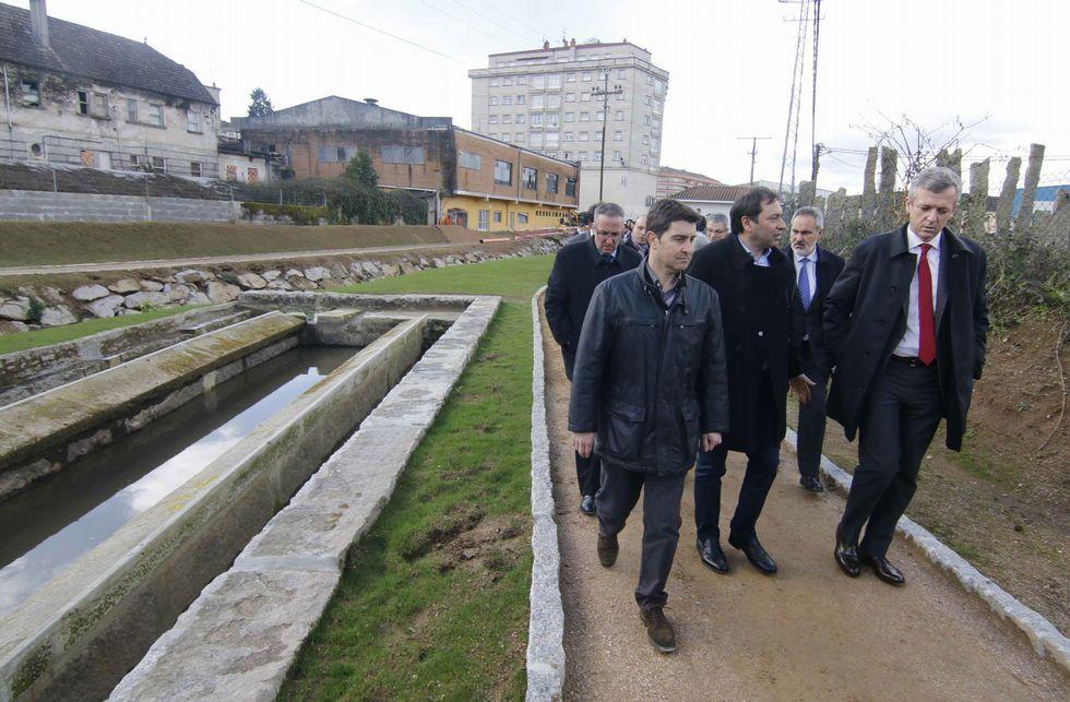En primer término el director del proyecto, el alcalde y el vicepresidente de la Xunta.