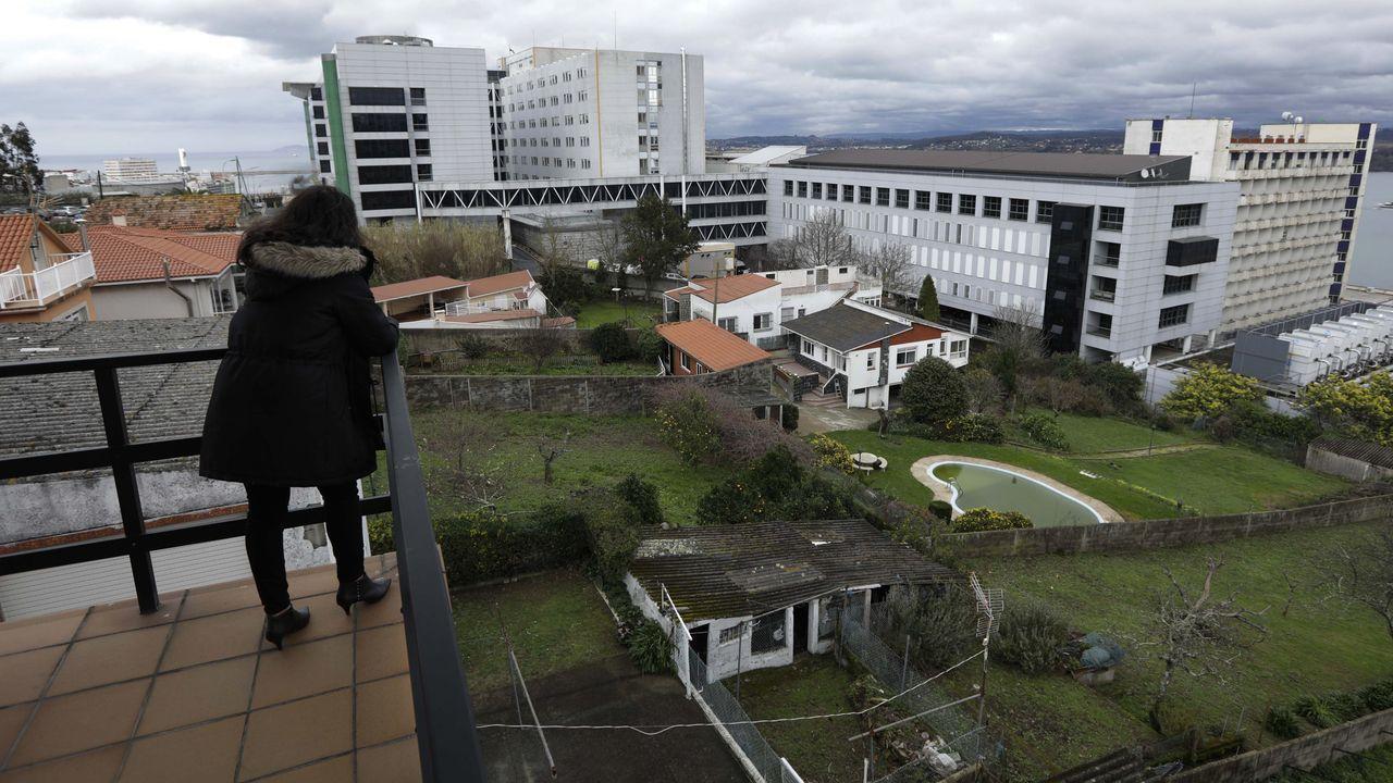 Llegada al aeropuerto de Alvedro de los pasajeros del vuelo procedente de Madrid.Bóveda, Mollejo y Merino podrían ser baja contra el Sporting