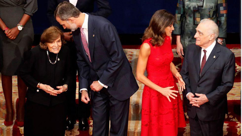 Los reyes posan con los premiados en los Premios Princesa de Asturias.Teresa Sanjurjo