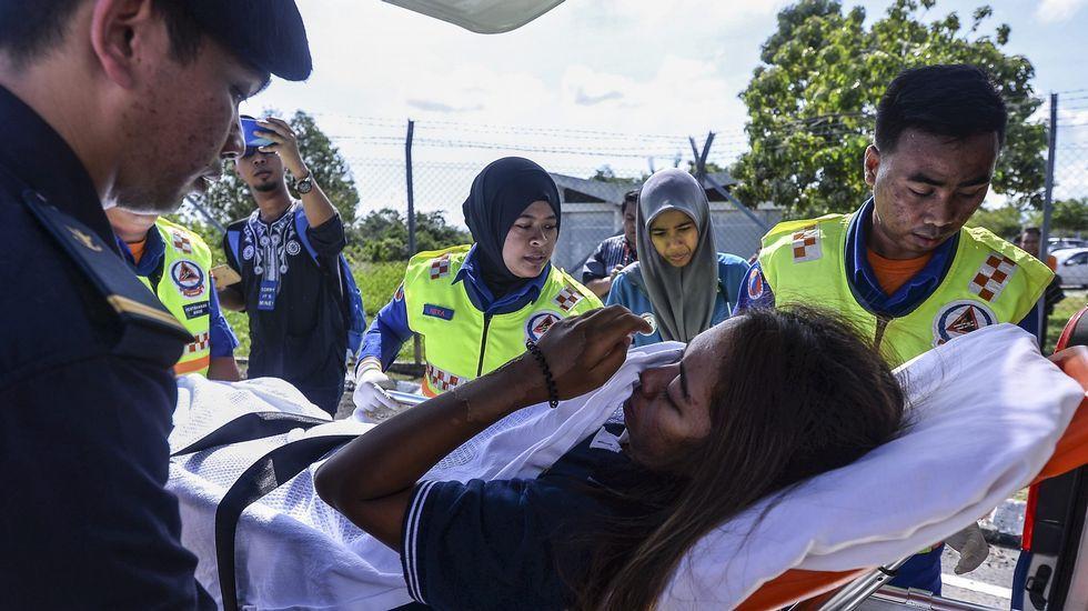 Traslado al hospital de la ciudadana malasia que había desaparecido junto a los dos españoles.