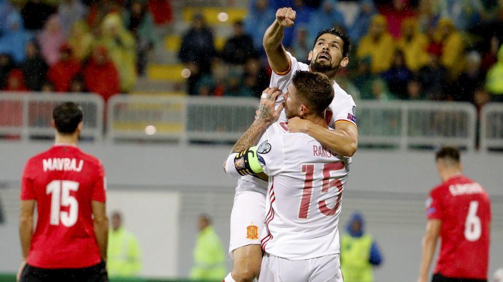 Diego Costa se enfrenta a Antonio Conte