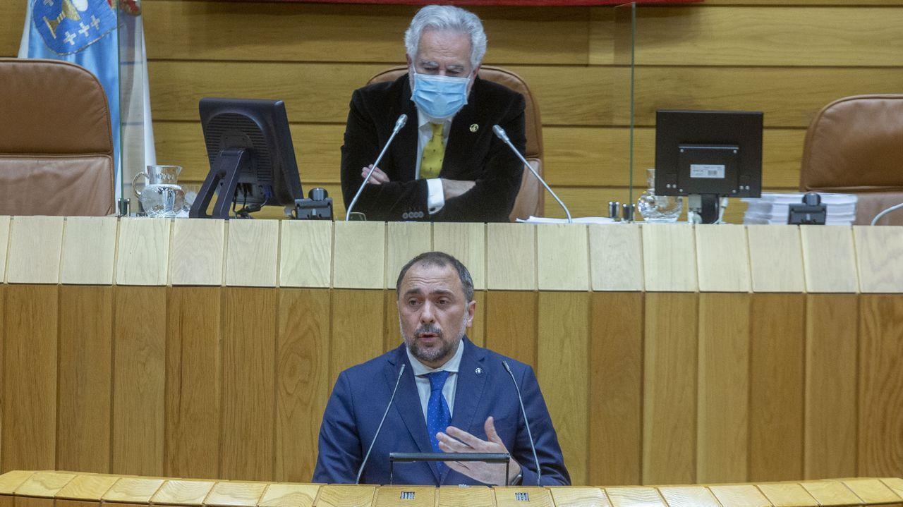 En directo   El conselleiro de Sanidade explica los cambios en las restricciones en Galicia.Manifestación feminista en A Coruña en el 2019