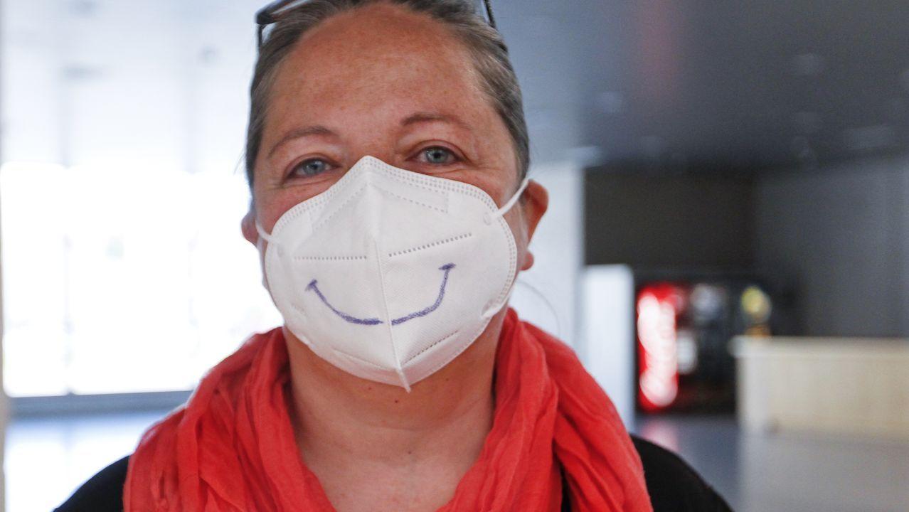 Montse siempre tiene una sonrisa con y sin mascarilla, empleados y usuarios han hecho buenas migas
