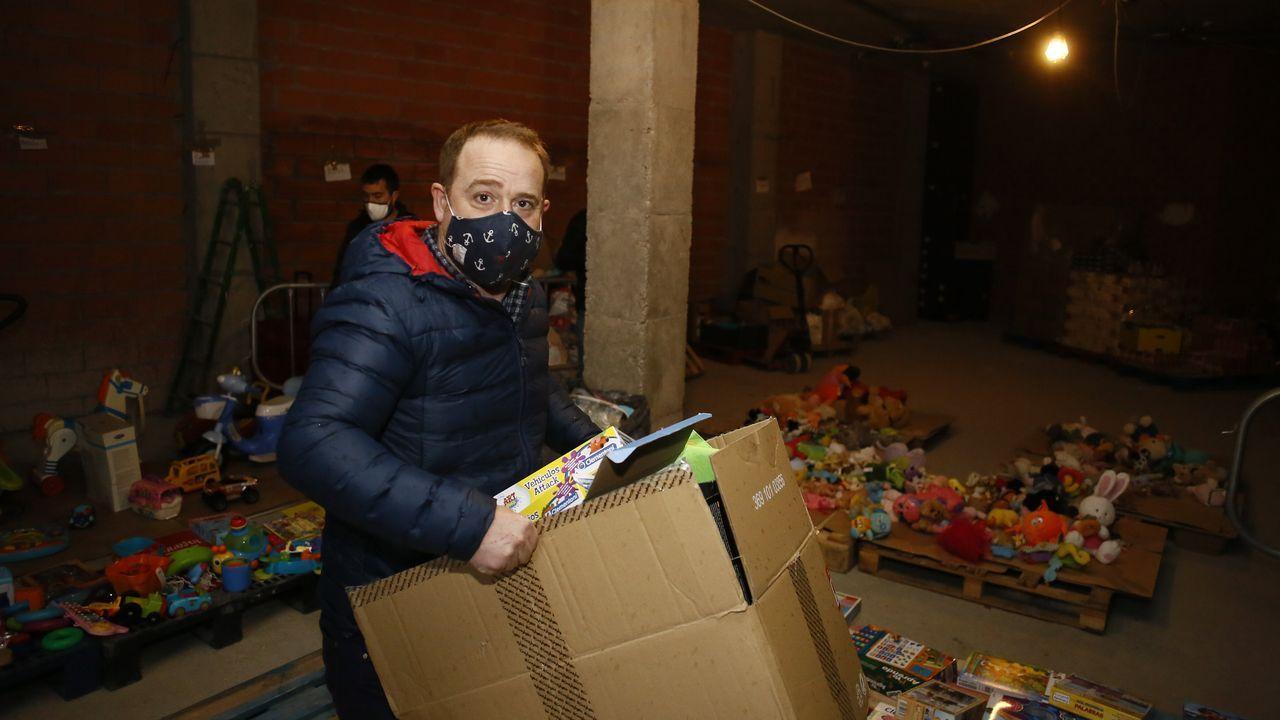 El comité de Alcoa, arriba su presidente, donó juguetes y comida al banco de alimentos de Foz