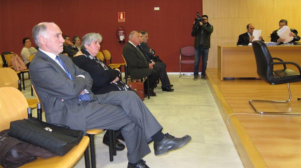 Alemany y Gallego, en primer plano, ante el tribunal