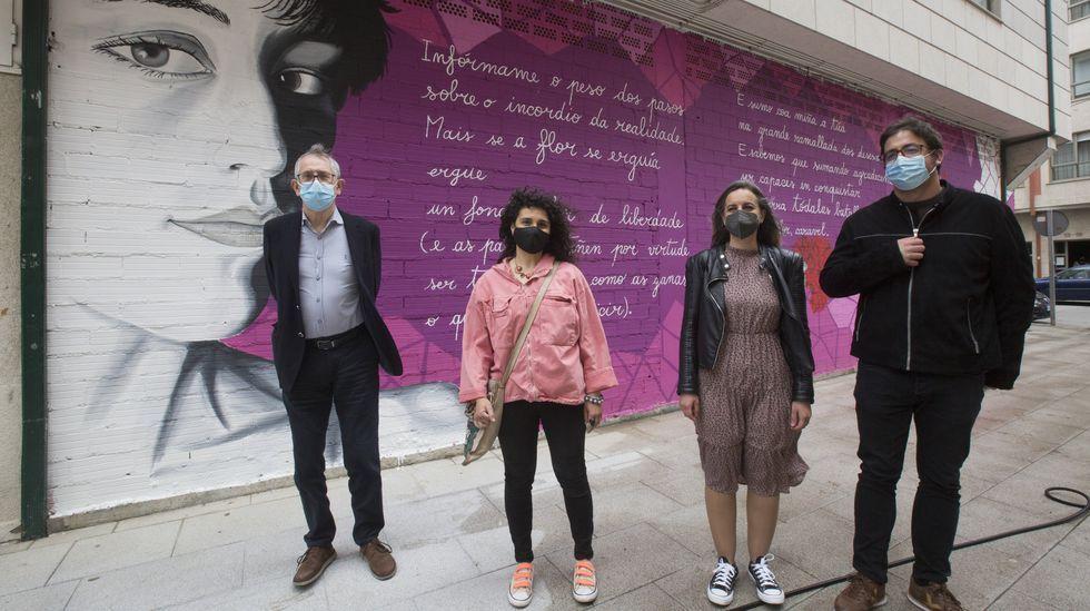 Inauguración en Carballo da praza e do mural dedicados a Xela Arias
