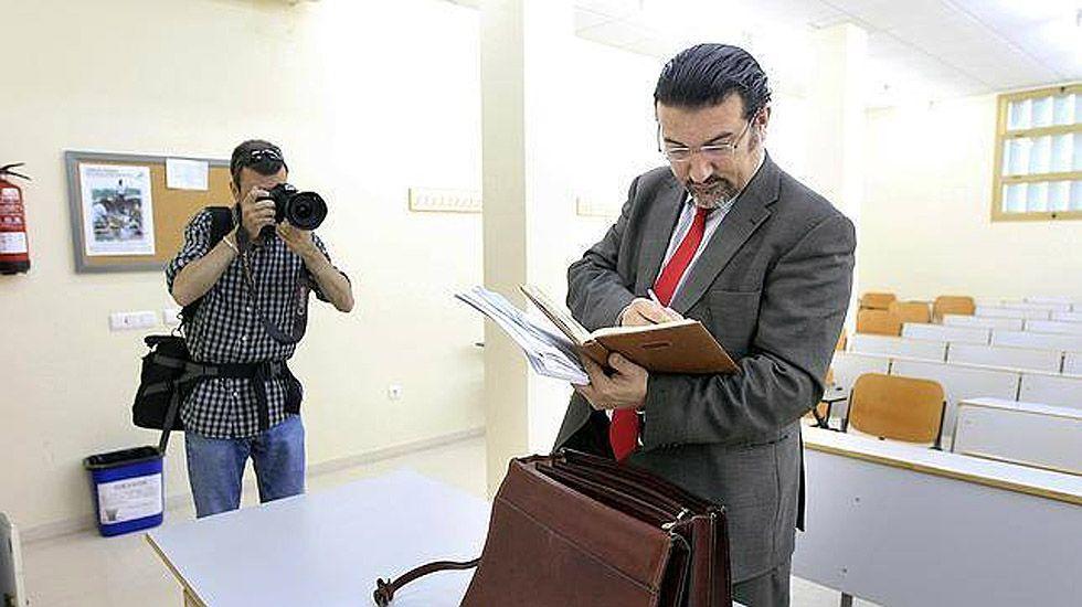 El abogado Manuel Martos se ha especializado en representar los intereses de los interinos.El abogado Manuel Martos se ha especializado en representar los intereses de los interinos