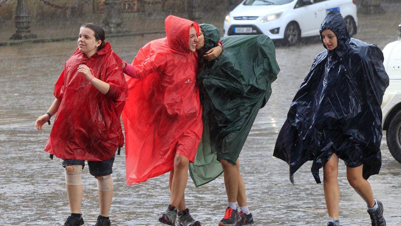 Jornada de viento y lluvia en la franja atlántica gallega. Mañana se alternarán las nubes y los claros. Las precipitaciones vuelven el domingo